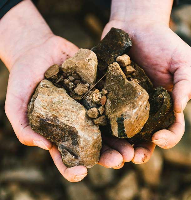 Doneland Obsidian Syrah: handful of obsidian rock. ©Donelan Wines